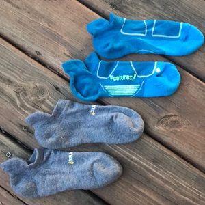 2 Pair Feetures Socks
